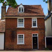 English House on Mortgage Adviser UK